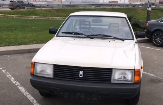 В Украине отыскали очередную «капсулу времени»: машину хранили почти 30 лет в заводской пленке (фото, видео) 1