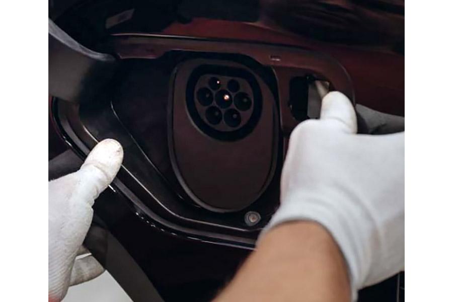 В Porsche показали, как собирают первый электромобиль марки 2