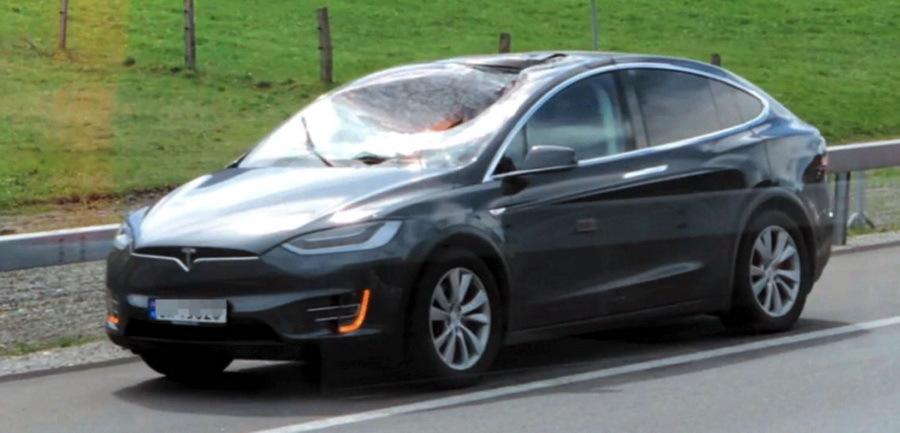 Кроссовер Tesla Model X «невольно» прошел необычный краш-тест 1