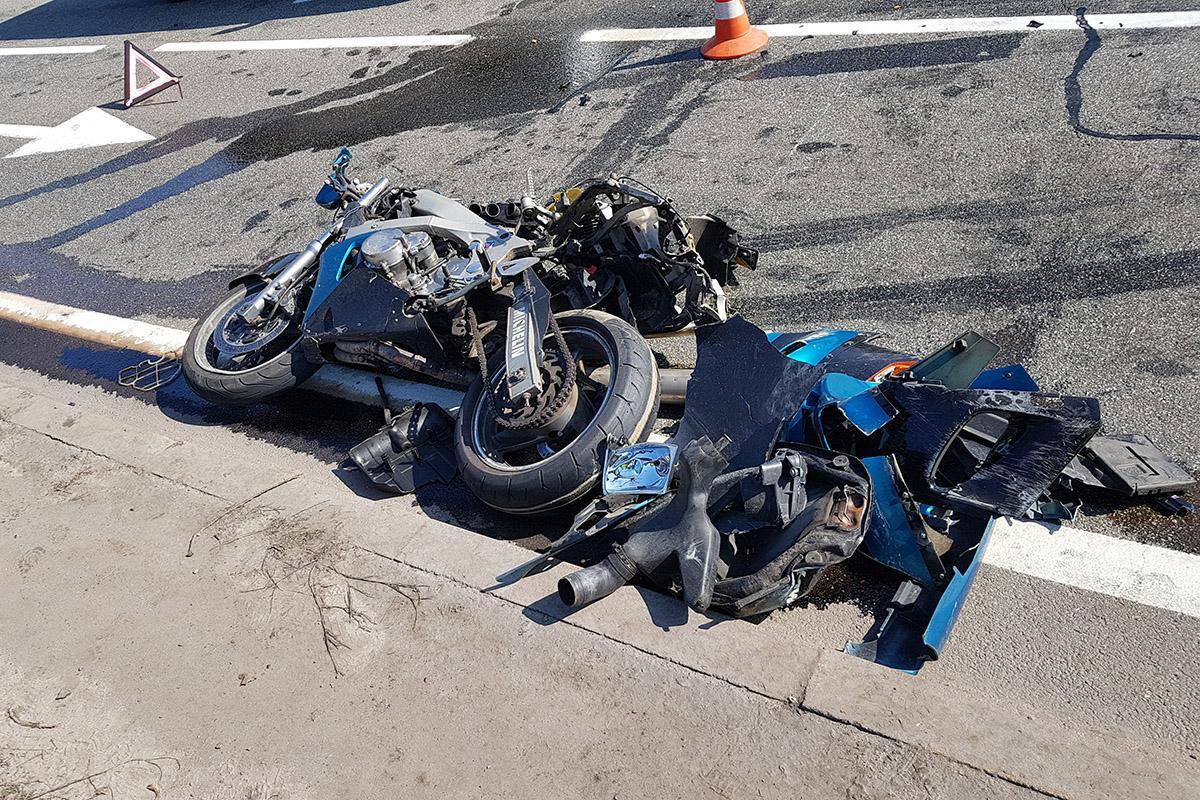 Украинский патрульный попытался уехать на мотоцикле нарушителя и устроил ДТП 1