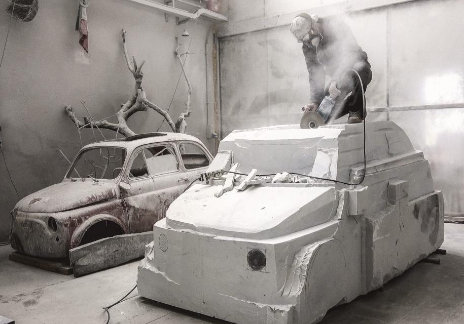 Итальянец строит мраморную копию Fiat 500 1
