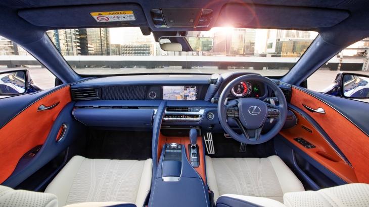 Купе Lexus LC обзавелось спецверсией Morphic Blue Limited Edition 3