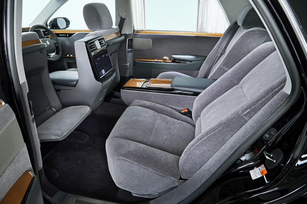 Toyota выпустила очень дорогой автомобиль «для избранных» 3