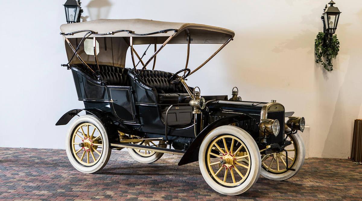 Коллекционер всю жизнь скупал старые редкие «Форды», а их распродали 2