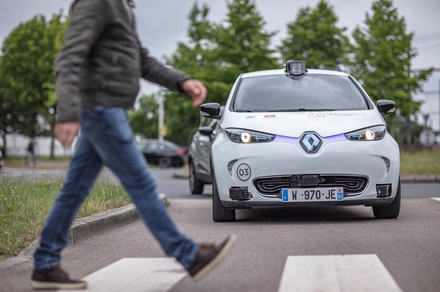 Компания Renault тестирует автономные такси 2