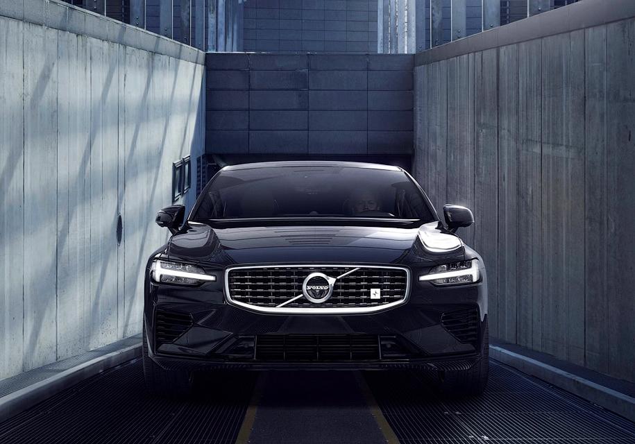 Весь тираж супермощного Volvo S60 распродали менее чем за час 1