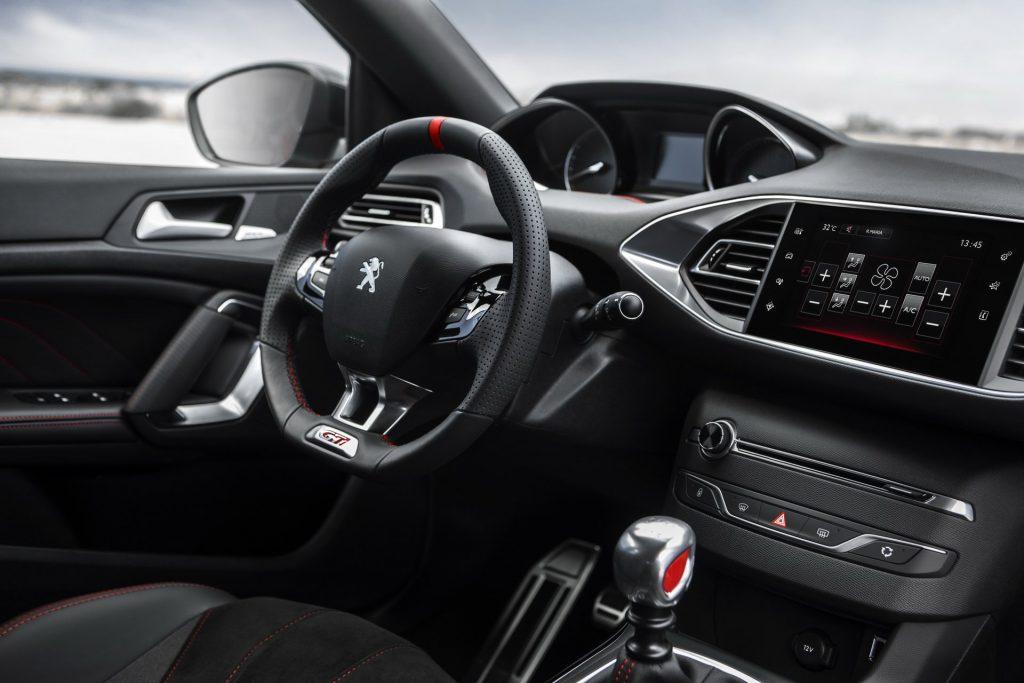 Озвучены характеристики и сроки выпуска нового Peugeot 308 2