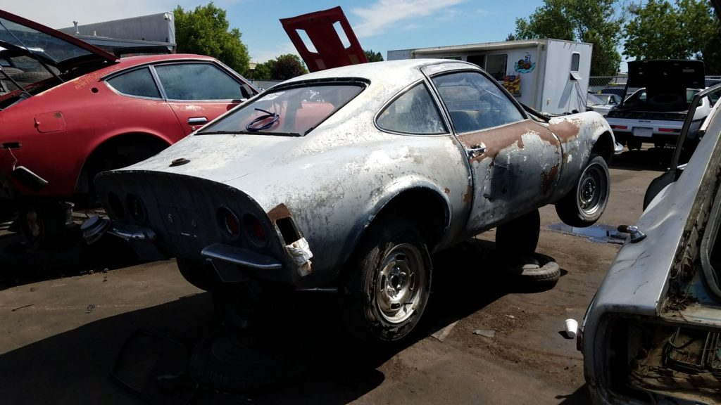 На свалке нашли заряженный Opel GT 1