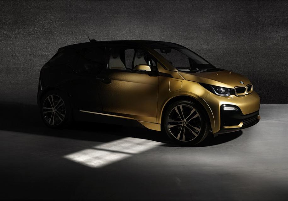 BMW i3 и i8 покрыли 24-каратным золотом 1