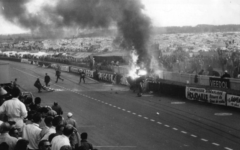 Какой была самая массовая авария в истории автомобильных гонок 1