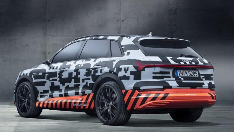 Компания Audi отложила премьеру первого электрического кроссовера 2