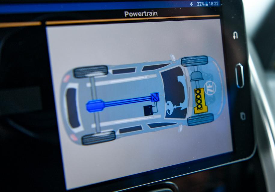 Компания ZF показала гибридный Renault Duster 1