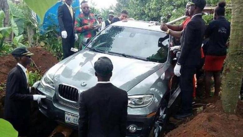 Сын похоронил отца в новеньком BMW X5 1