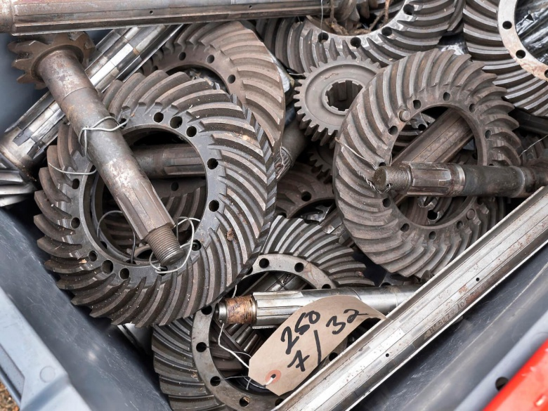 В Британии обнаружили склад запчастей на миллион фунтов 2