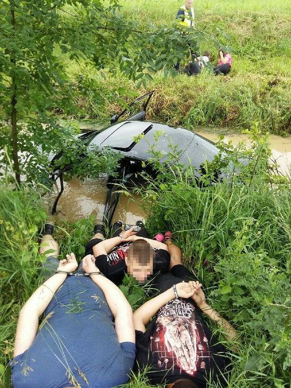 Попытка удрать от полиции окончилась в дренажной канаве 1