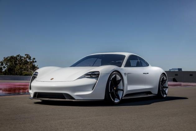 Компания Porsche представила электромобиль Taycan 1
