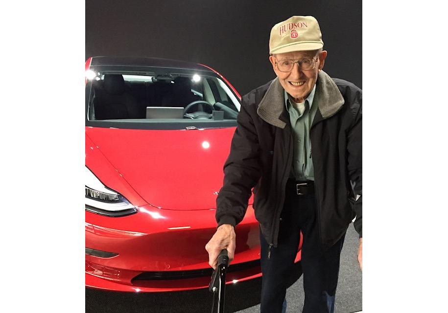 В США нашли самого пожилого владельца Tesla Model 3 1