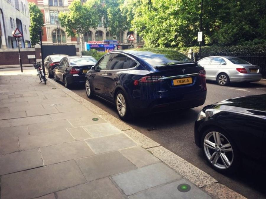 В Великобритании разработали «прячущиеся» зарядки для электрокаров 1