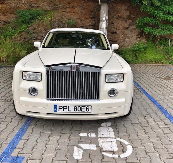 Нерастаможенный Rolls-Royce стал «героем парковки» 1