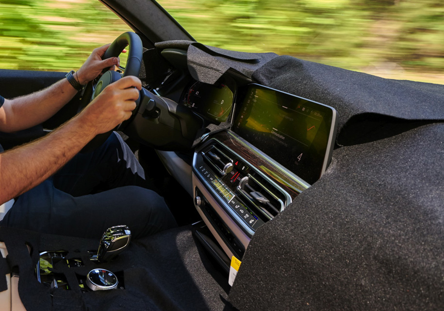 Салон BMW X7 отделают кристаллами Swarovski 1