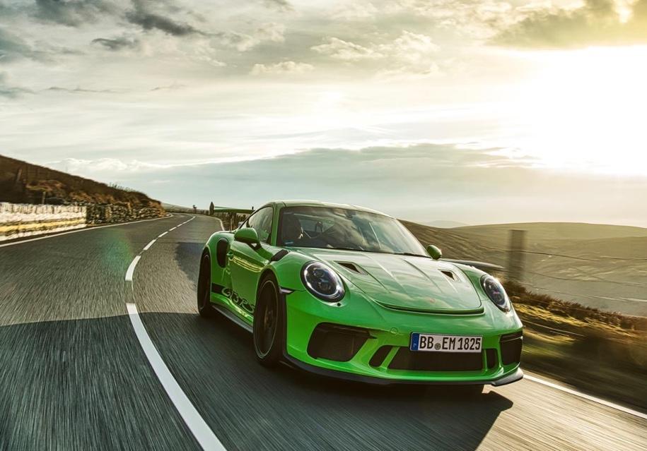 Porsche 911 GT3 RS проехал по самой опасной мотоциклетной трассе 1