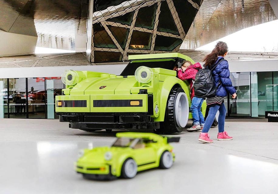 Полноразмерную копию Porsche 911 собрали из кубиков Lego 2