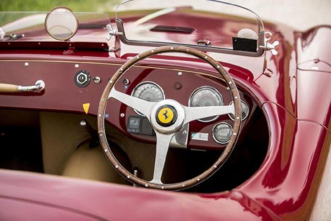 Уникальный Ferrari с 4-хцилиндровым двигателем выставили на торги 2