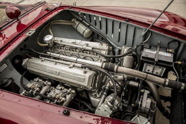 Уникальный Ferrari с 4-хцилиндровым двигателем выставили на торги 3