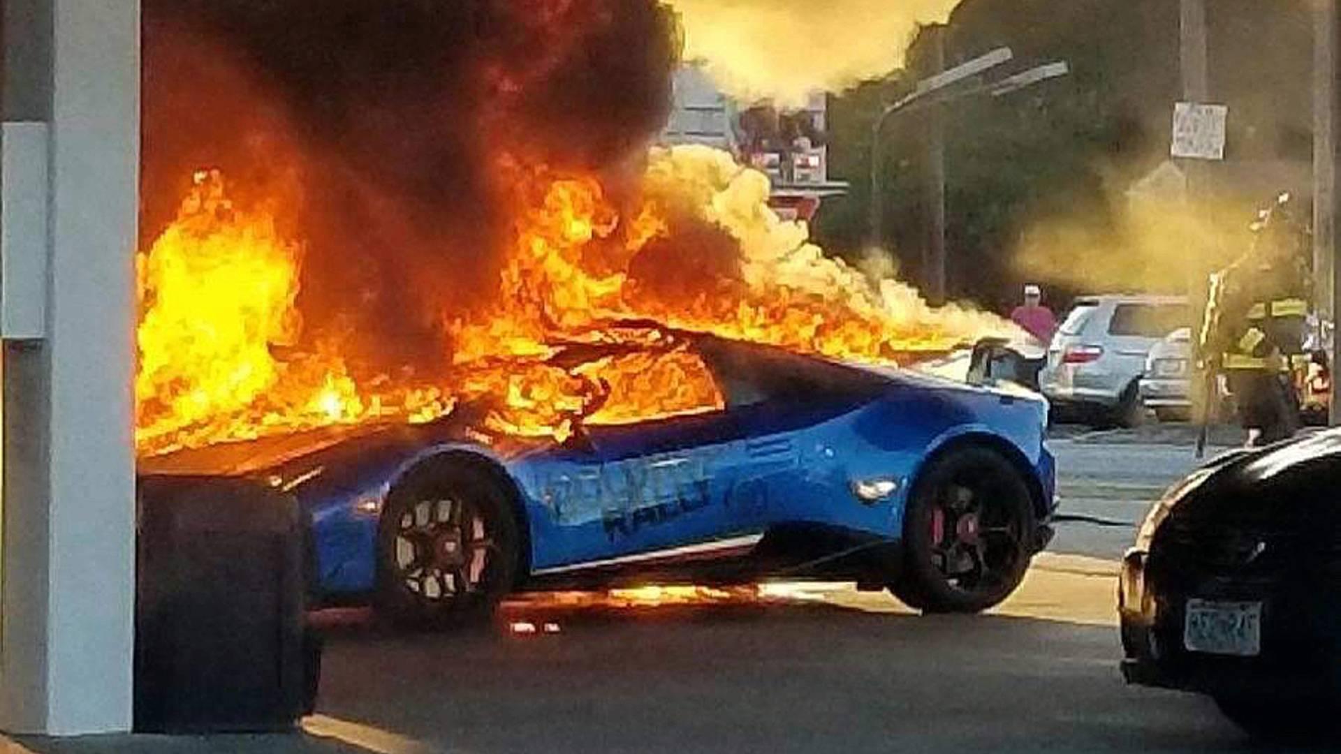 Редкий Lamborghini по глупости сожгли на заправке 1