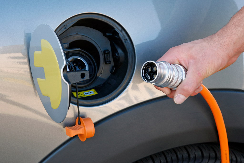 В Великобритании дома и столбы оснастят зарядками для электромобилей 1