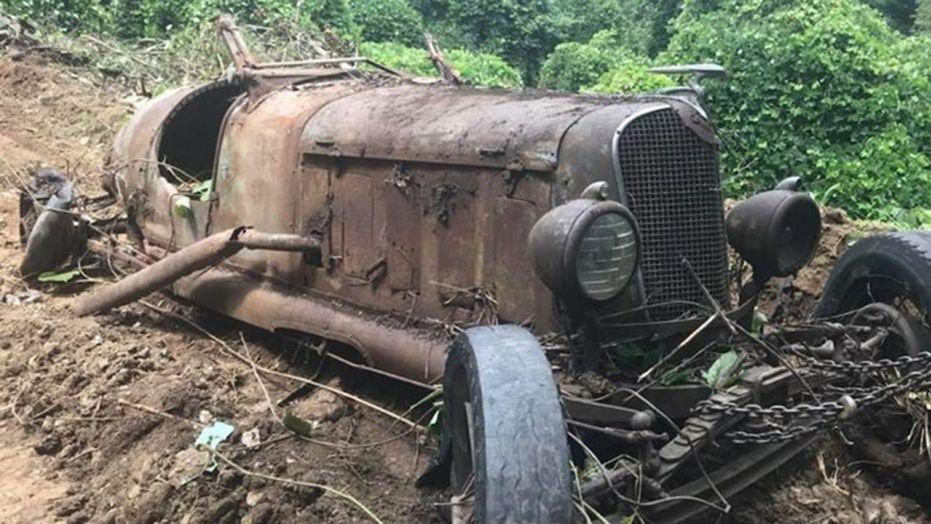 В США при сносе здания обнаружили десятки довоенных автомобилей 1