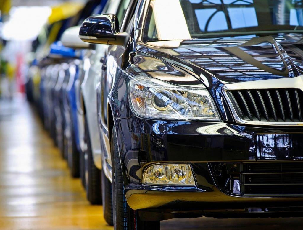 Украинцы стали чаще покупать дорогие автомобили 1