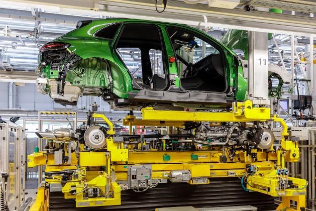 Porsche запустил производство обновлённого Macan 1