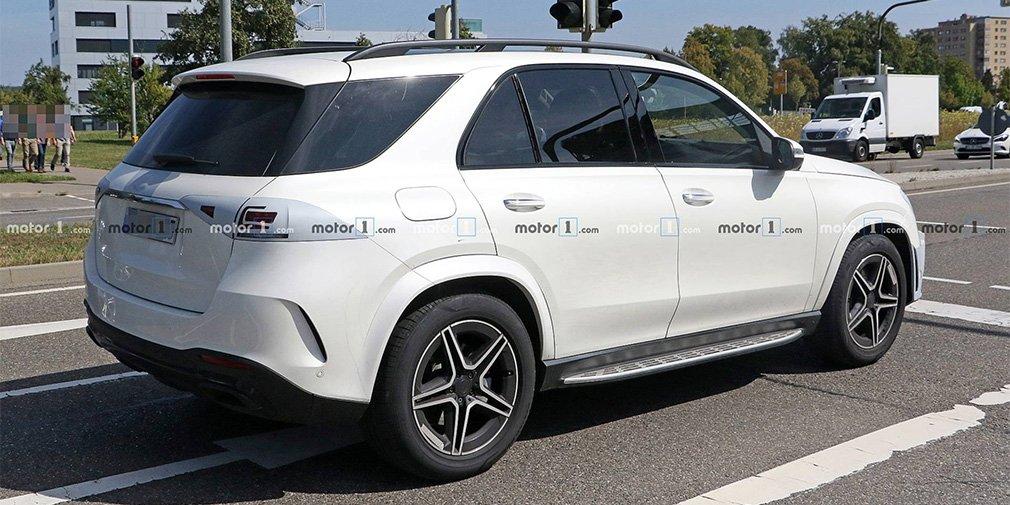 Новый Mercedes-Benz GLE рассекретили до премьеры 1
