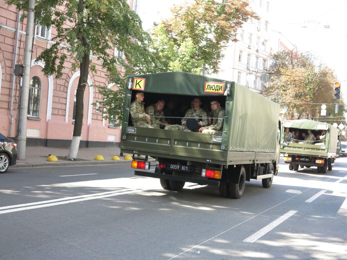 «Богдан» передал пограничникам малотоннажные грузовики 1
