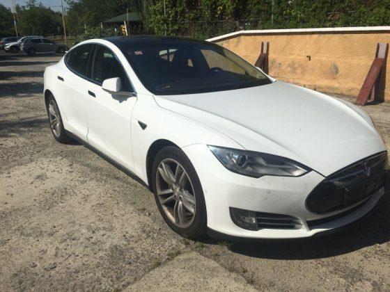 «Доступная» Tesla на еврономерах не смогла пройти украинскую таможню 1