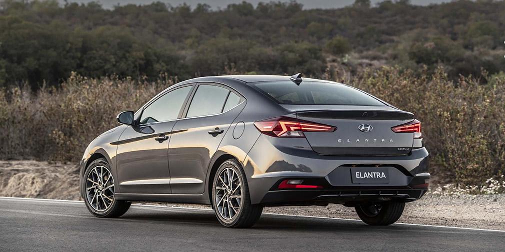 Компания Hyundai представила обновленный седан Elantra 2