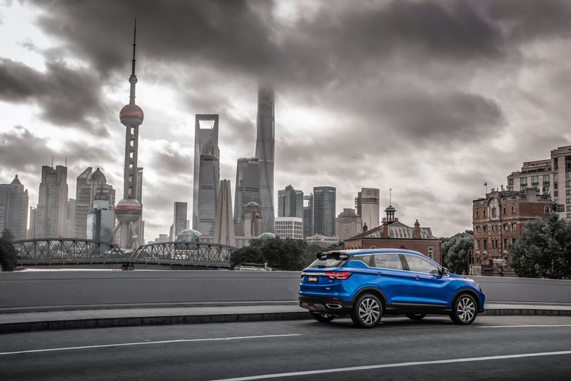 Geely обещала показать новый кроссовер SX-11 в Москве, но показала в Шанхае 2