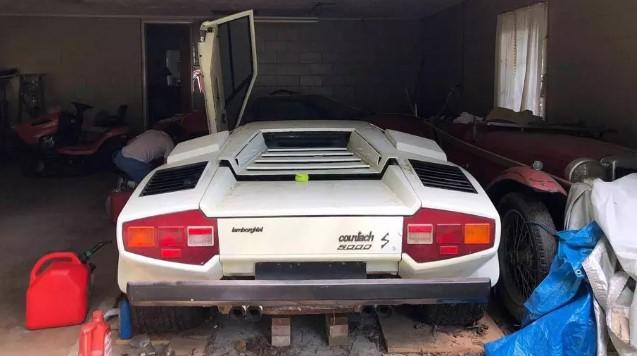 Внук нашел в гараже бабушки эксклюзивный Lamborghini Countach 2