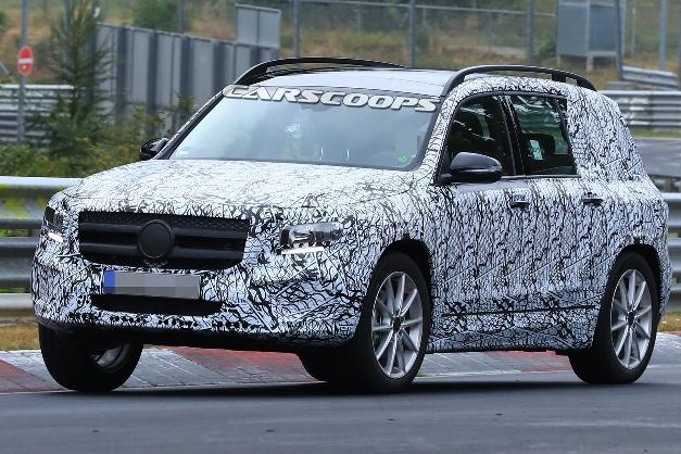 Mercedes вновь засветил модель GLB 1