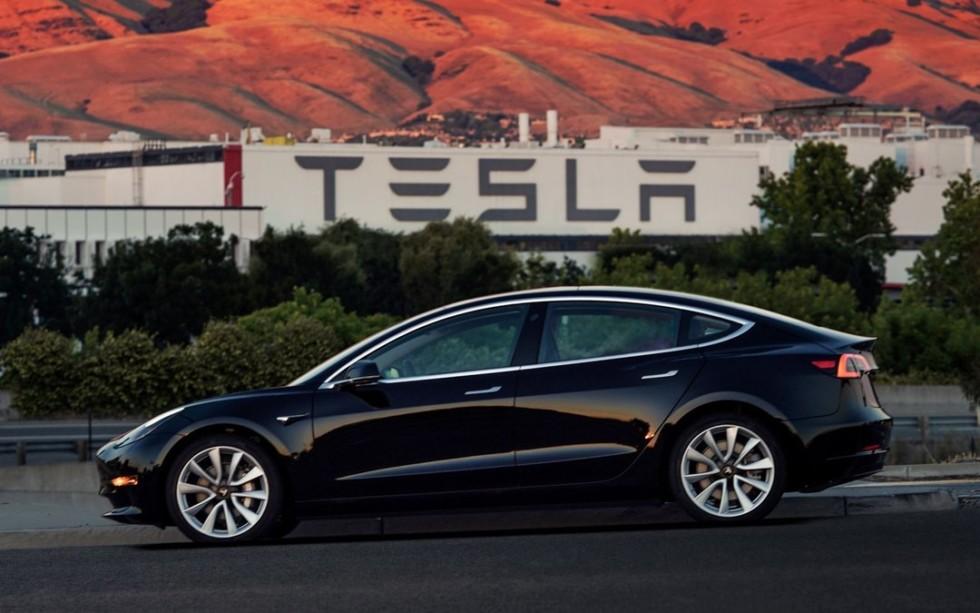 Илон Маск рассказал о приватизации Tesla 1