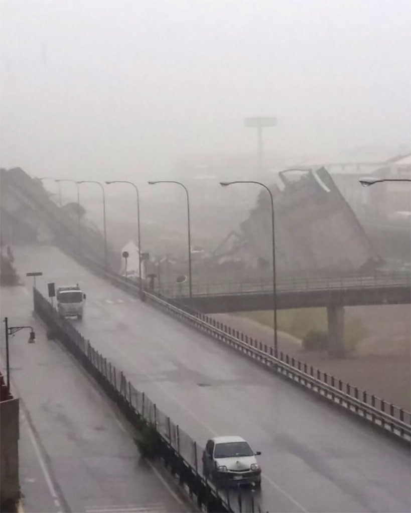 В Италии обрушился автомобильный мост: десятки погибших 1