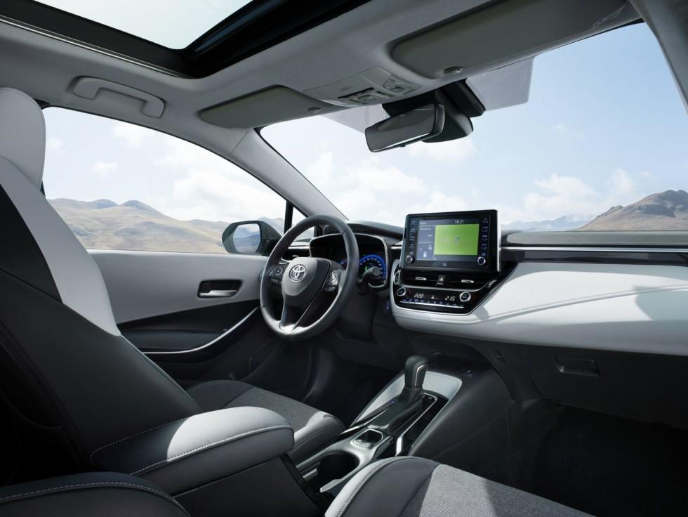 Новая Toyota Corolla Touring Sports: лучший «сарай» для ног 2