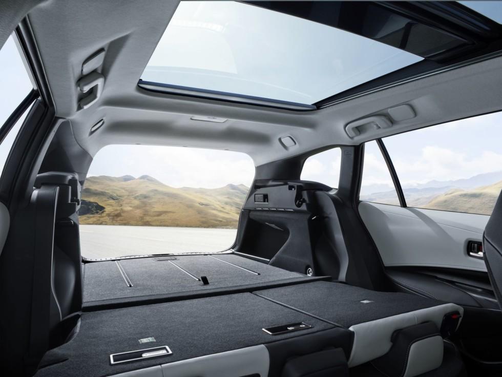 Новая Toyota Corolla Touring Sports: лучший «сарай» для ног 3
