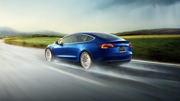 Tesla выпустит дешевую версию Model 3 1