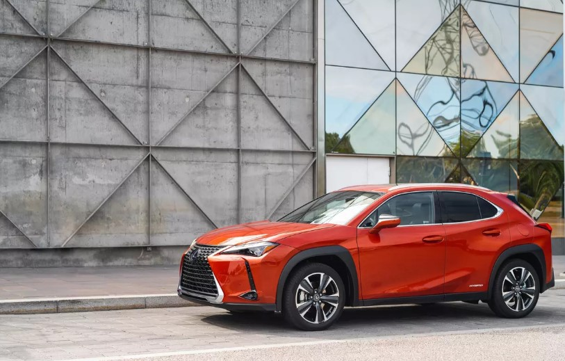 Самый маленький кроссовер Lexus получит гибридную версию 1