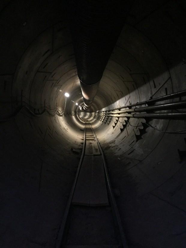 Илон Маск готовит новый проект подземного гаража 2