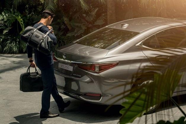 Lexus начал продажи нового ES с противоугонным идентификатором 2