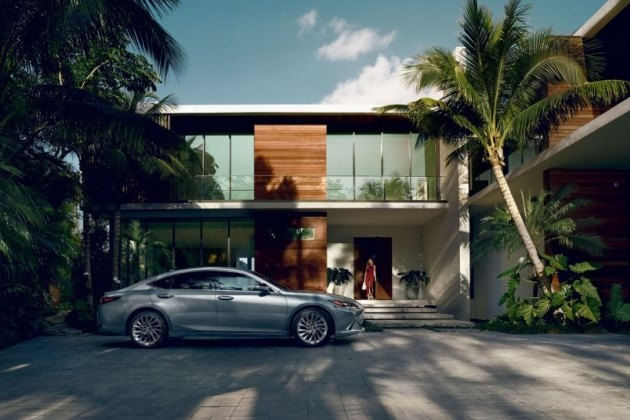 Lexus начал продажи нового ES с противоугонным идентификатором 1