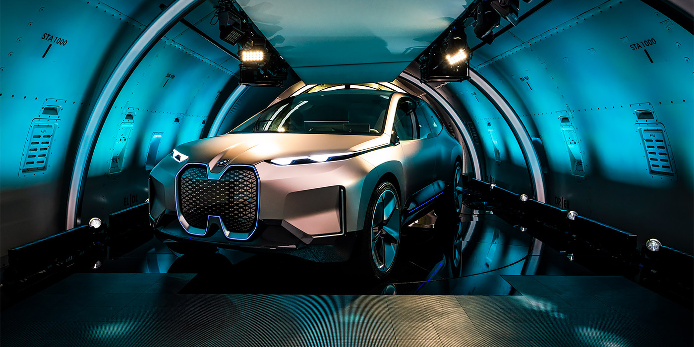 Компания BMW официально рассекретила новый электрокросс 1